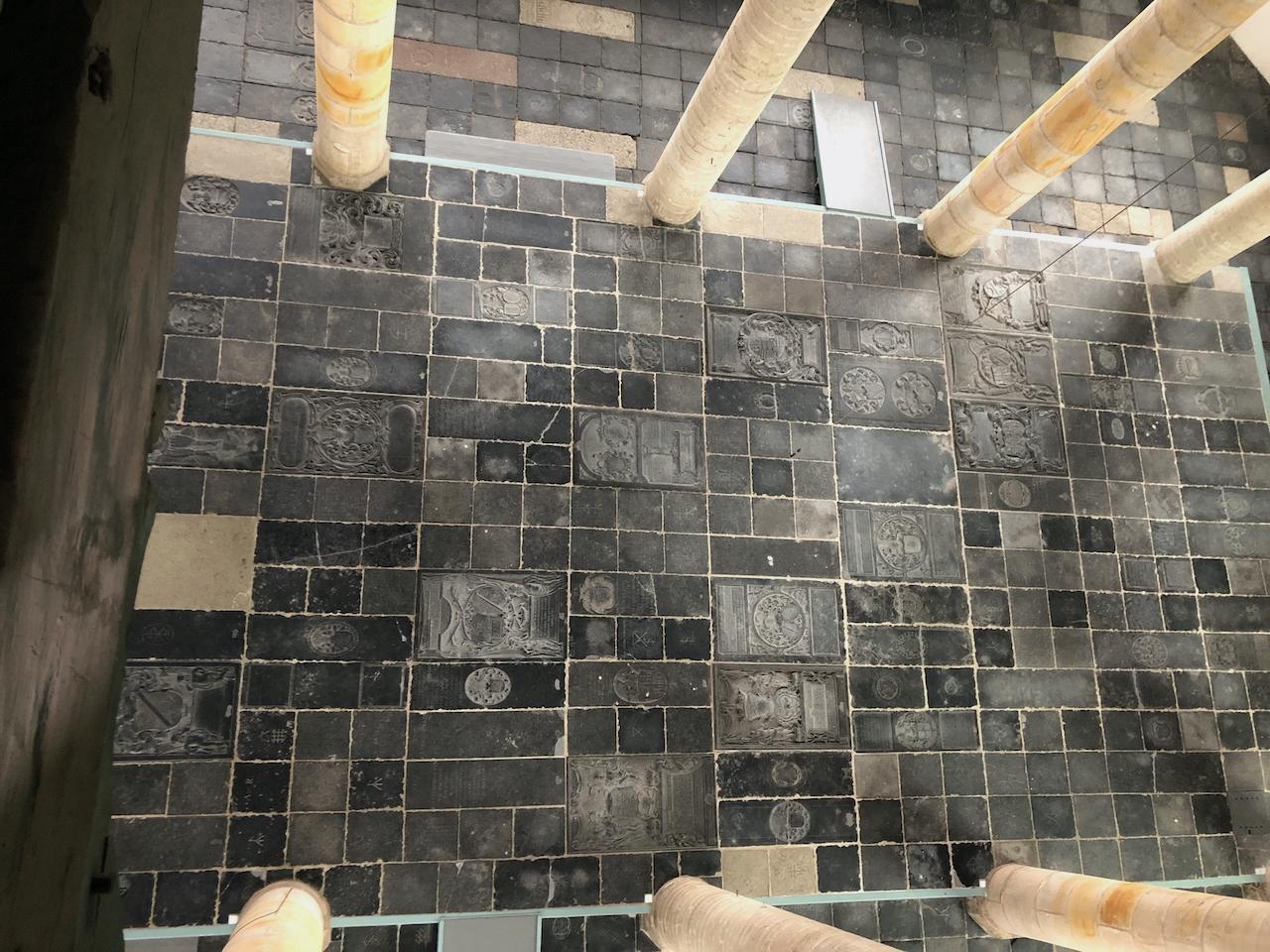 Wie ligt er waar begraven in de Westerkerk?